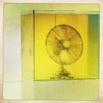 Détail Atmosphère (Eric Baudart 2012), exposition Magnus, villa Bernasconi, Aquarium, huile, ventilateur.  Courtoisie de l'artiste et de la Galerie Valentin, Paris.